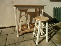 Butchers table cream with red tiled top and 2 stools
