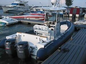 Bateau semi-rigide 26' 2 moteurs Yamaha 150cv, électronique, console centrale remorque