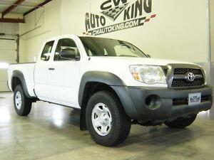 2011 Toyota Tacoma Access Cab 4x4 / Financing Pickup Truck