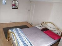 Double room is available Indians 2 min from with wi fi and all bills 2 min from queensbury
