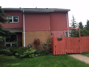 3 bedroom townhome for rent now - very close to University