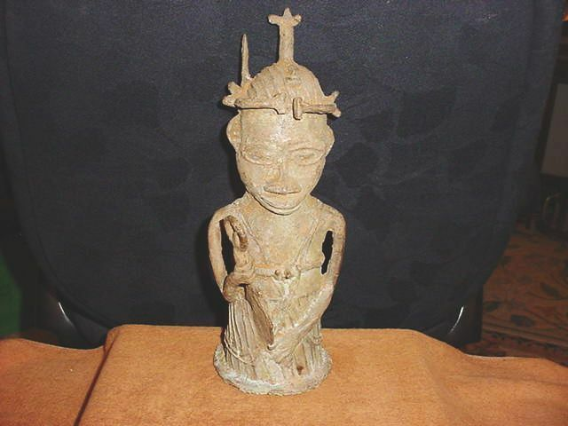 ANTIQUE BENIN  ROYAL GUARD STATUE NIGERIA  BRONZE CAST