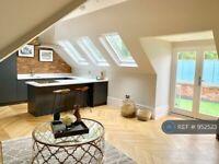2 bedroom flat in Leverton, Weybridge, KT13 (2 bed) (#952523)