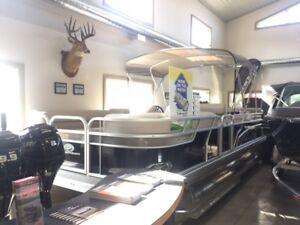 2017 Princecraft Vectra 21 Pontoon Boat