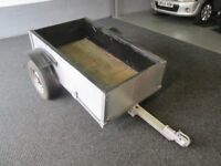 box trailer 5/3 metal trailer with wooden sides £100