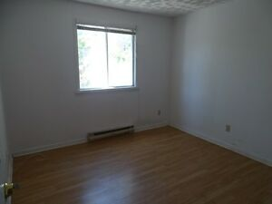 ROOMS FOR RENT IN GREAT DOWNTOWN LOCATION - 31-A Chatham St Kingston Kingston Area image 4