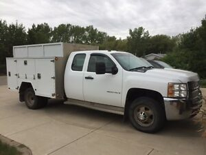 2009 Chevrolet Silverado 3500 service body with power lift gate