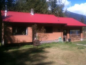 Cozy Cabin/Home on Huge Lot in Slocan!