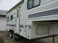 2002-- 21.5 ft.  GlideLite Tahoe 5th Wheel