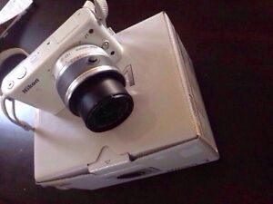 Nikon J1 White Camera- mint condition