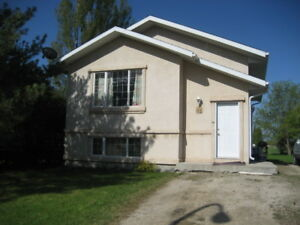 2 BEDROOM AVAILABLE IN STEINBACH W/ BACKYARD - AVAILABLE NOW!