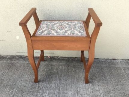 Piano Stool-in maple wood, tapestry upholstery, in vgc