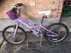 GIANT purple girls bike ( 5 - 8 years old )