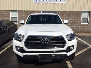 2016 Toyota Tacoma Pickup Truck - financing available