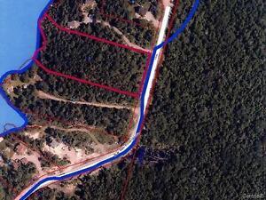 Grand terrain rue des Rossignols Saguenay Saguenay-Lac-Saint-Jean image 3