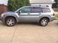 2008 Mitsubishi Endeavour SUV AWD LOW KMS!