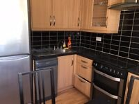 good flat available straight away 2/3 bedrooms***hurry!perfect location!!