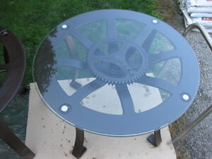 Coffee Table--INDUSTRIAL DESIGN