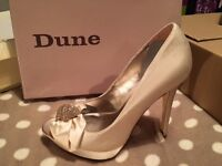 DUNE SHOES SIZE 4