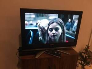 TOSHIBA 32 Inch TV with SONY Blu-Ray/DVD Smart Player