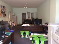 Large shop/office to let in Prime location in Finchley