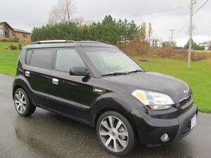 2010 Kia Soul 4U: loaded! SUNROOF! HEATED SEATS! FREE WARRANTY!