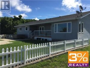 R34//Pelican Lake/3 BEDROOM LAKEFRONT PROPERTY ~ by 3% Realty
