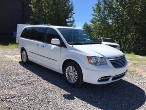 2015 Chrysler Town & Country Limited Dual Dvd Loaded *Canmore Ch