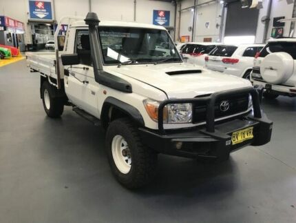 2013 Toyota Landcruiser VDJ79R MY12 Update Workmate (4x4) White 5 Speed Manual Cab Chassis