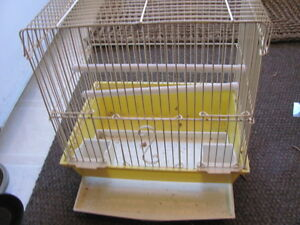 Compact bird cage
