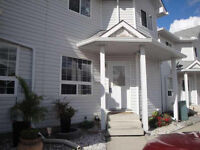 Prices to SELL, Bright and Beautiful Townhouse!!!