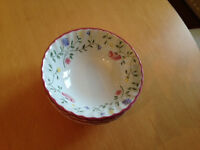Johnson Summer Chintz Set of 6 cereal/pudding bowls; in great condition