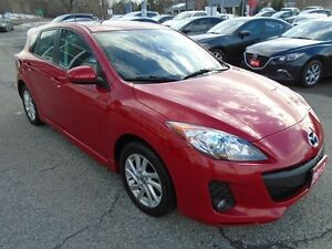 2013 Mazda Mazda3 LOW KM!! **SUNROOF AND HEATED SEATS!!** GS SPO