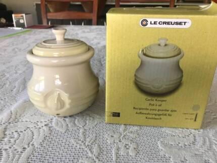 Assorted items: Garlic keeper, large dish, bowl