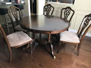 Gorgeous round dining table and 8 chairs