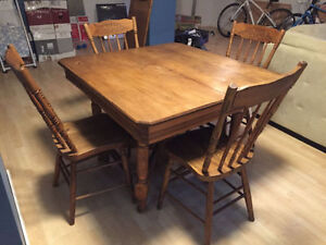 Solid Oak Dining Table with 4 Oak Chairs