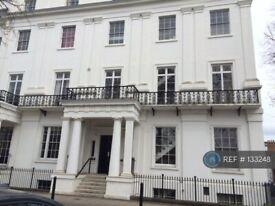 2 bedroom flat in Clarendon Square, Leamington Spa, CV32 (2 bed) (#133248)