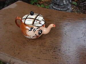 Tea pot Wade -Hand painted made in England