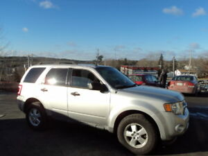 95$ BI-WEEKLY! FINANCING AVAILABLE! 2010 ESCAPE 4X4