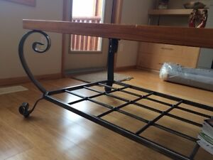rustic coffee table, perfect for vacation home, family room