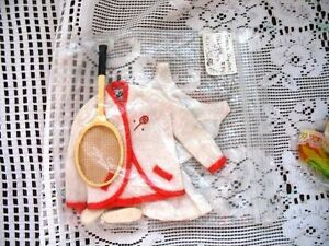 1962-64 TENNIS ANYONE #941 BARBIE DOLL OUTFIT,,RACKET,SHOES,BOOK