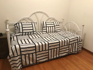 Daybed/Trundle Bed $50