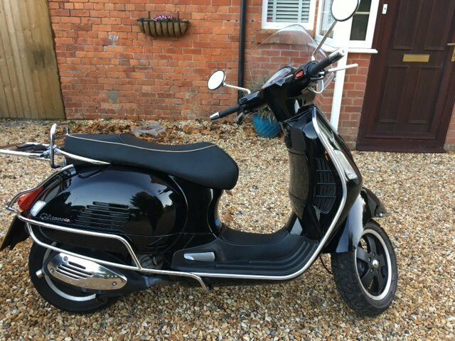 Vespa 300 GTS Scooter 09 plate. MOT to July 17. Black with Chrome.