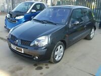 renault clio breaking spare parts only