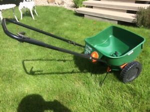 Scotts Turf Builder Fertilizer and Seed Spreader