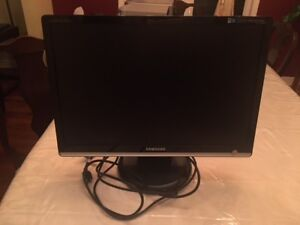 """SamSung 22"""" Monitor GREAT CONDITION"""