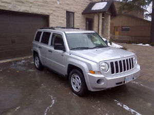 2009 Jeep Patriot 4WD!  (123 000KM)  Willing to Safety&Etest