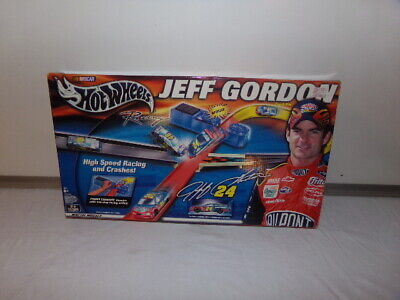 2002 Jeff Gordon Hot Wheels Racing Track  Set Booster New In Box
