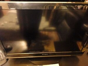 DYNEX HD 32 INCH TV