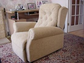 Electric (240V) Rise & Recline Chair